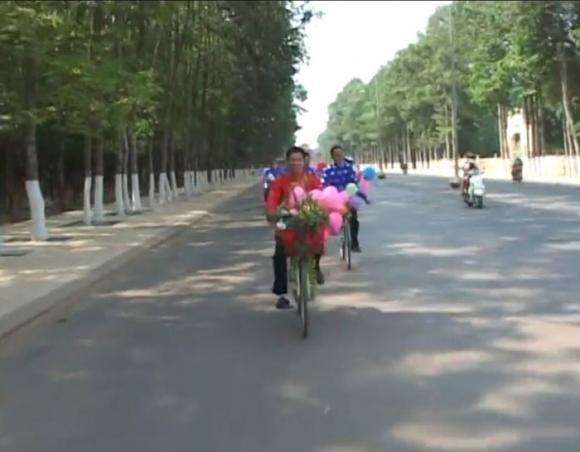 Màn rước dâu độc đáo bằng xe đạp trong đám cưới ở Tây Ninh 1