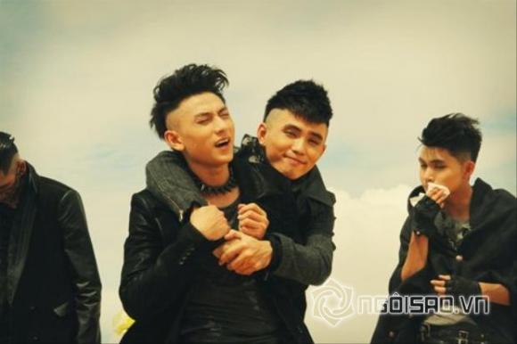 Sao nam Việt và những cái ôm tình tứ như 'tình nhân' 0