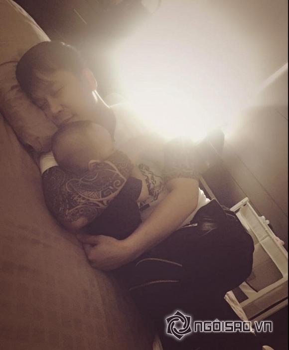 nhóc tỳ nhà sao ngủ với bố 9