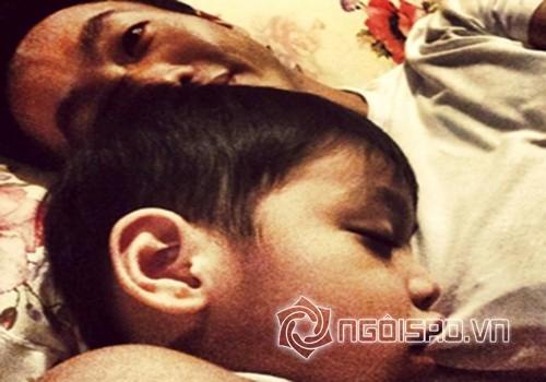 nhóc tỳ nhà sao ngủ với bố 15