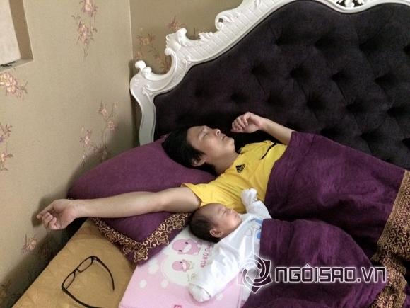 nhóc tỳ nhà sao ngủ với bố 3