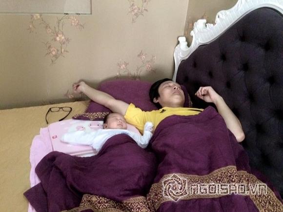 nhóc tỳ nhà sao ngủ với bố 6