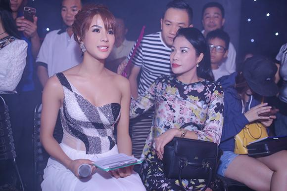 sao Việt, Hari Won, bạn gái Trấn Thành, Hari Won kín mít, Hari Won làm lố, Vietnam's Got Talent