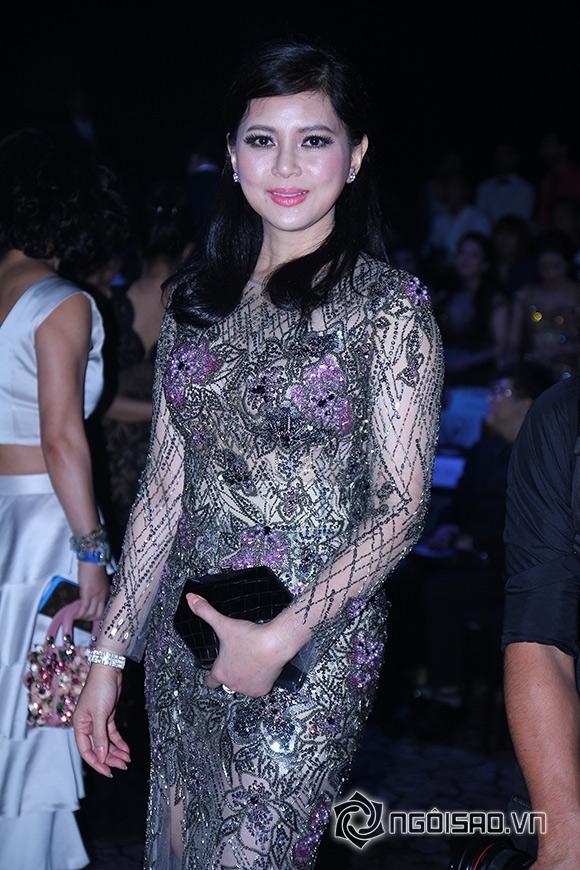 Mẹ chồng Hà Tăng diện váy xuyên thấu đi xem <a target='_blank' href='https://www.phunuvagiadinh.vn/thoi-trang-52'>thời trang</a> 0
