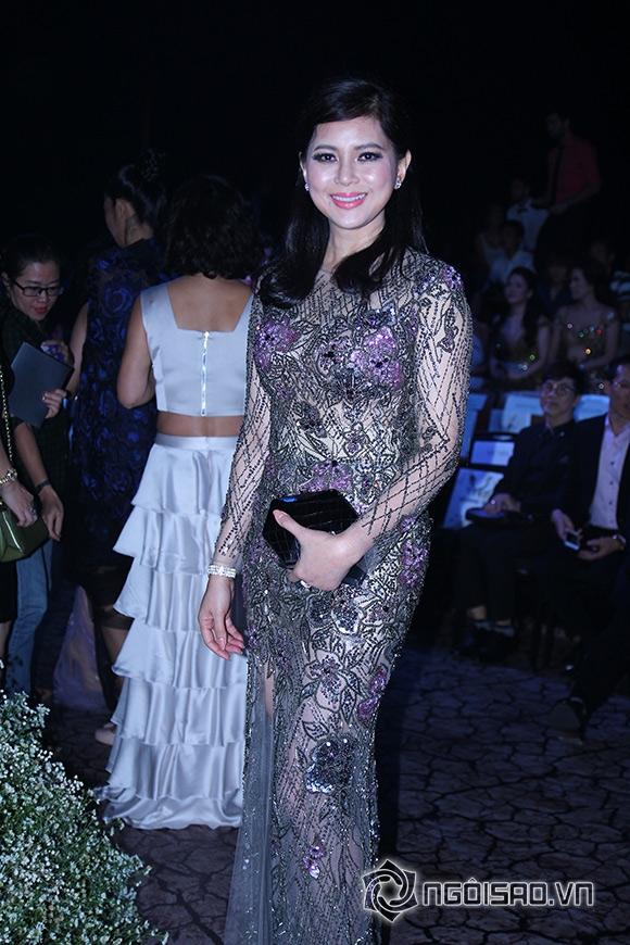Mẹ chồng Hà Tăng diện váy xuyên thấu đi xem thời trang 1