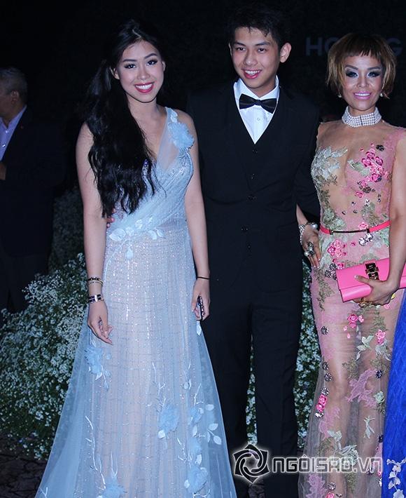 Mẹ chồng Hà Tăng diện váy xuyên thấu đi xem thời trang 9