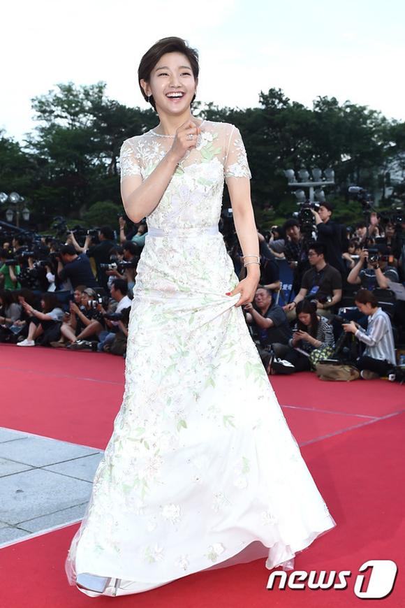 Song Joong Ki và Song Hye Kyo trên thảm đỏ Baeksang 6