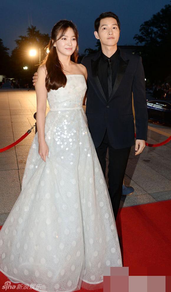 Song Joong Ki và Song Hye Kyo trên thảm đỏ Baeksang 12