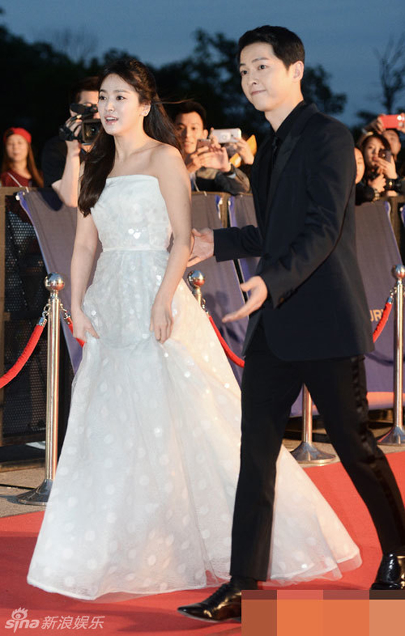 Song Joong Ki và Song Hye Kyo trên thảm đỏ Baeksang 13
