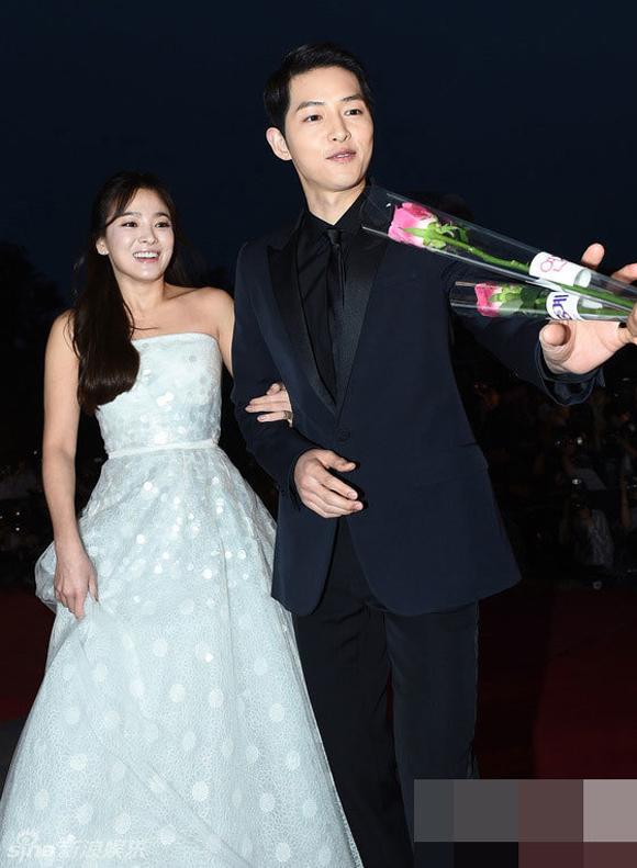 Song Joong Ki và Song Hye Kyo trên thảm đỏ Baeksang 14