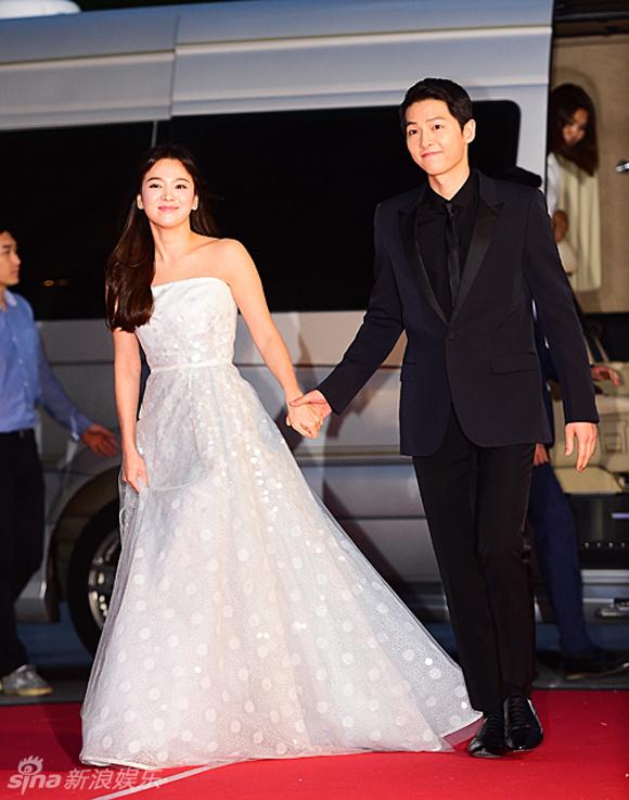 Song Joong Ki và Song Hye Kyo trên thảm đỏ Baeksang 0