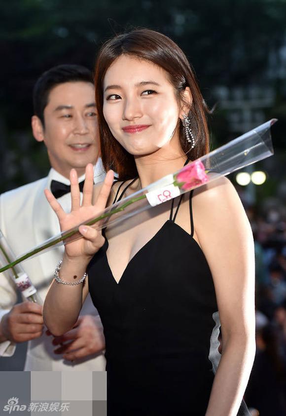 Song Joong Ki và Song Hye Kyo trên thảm đỏ Baeksang 1
