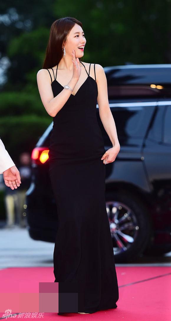 Song Joong Ki và Song Hye Kyo trên thảm đỏ Baeksang 2