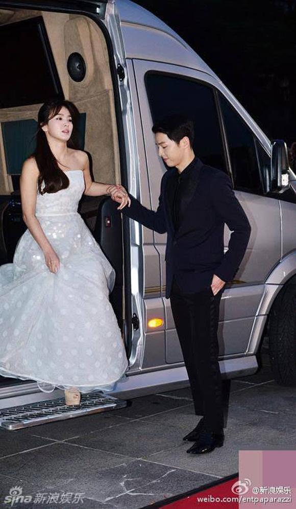 Song Joong Ki và Song Hye Kyo trên thảm đỏ Baeksang 10