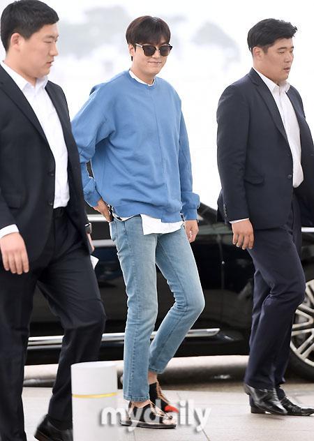 Lee Min Ho và Ha Ji Won ăn vận giản dị xuất hiện ở sân bay