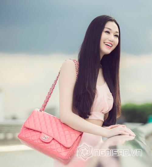 Khánh My bỏ quên túi xách giống Hà Tăng  2