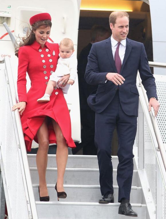 Công nương Kate suýt 'hớ hênh' vì những lần bị gió tốc váy 5
