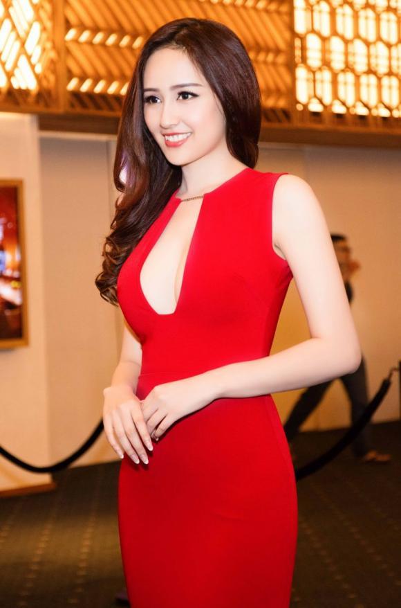 Hoa hậu Việt nói tiếng Anh, Thu Vũ, Phạm Hương, Mai Phương Thúy, Sao Việt