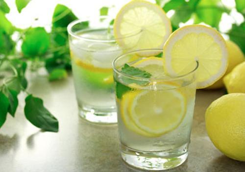 ngộ độc thực phẩm, cách xử lý khi bị ngộ độc thực phẩm, trà bạc hà, gừng, tỏi, rau húng quế, triệu chứng ngộ độc thực phẩm
