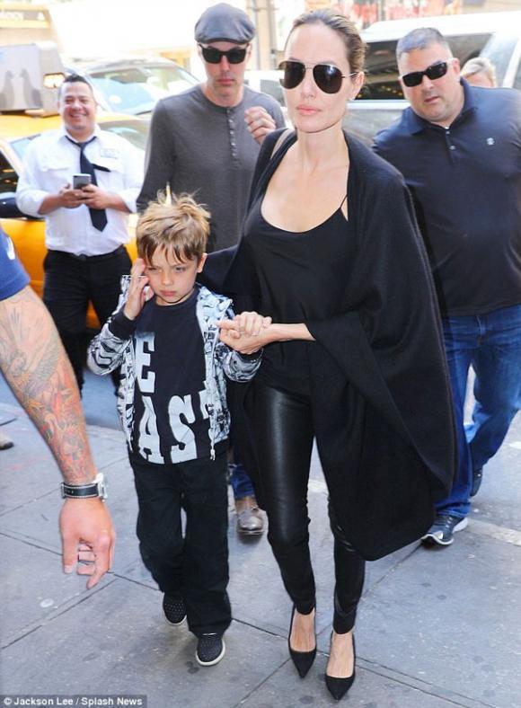 Rộ tin Angelina Jolie đã tìm luật sư để chuẩn bị ly hôn với Brad Pitt 0