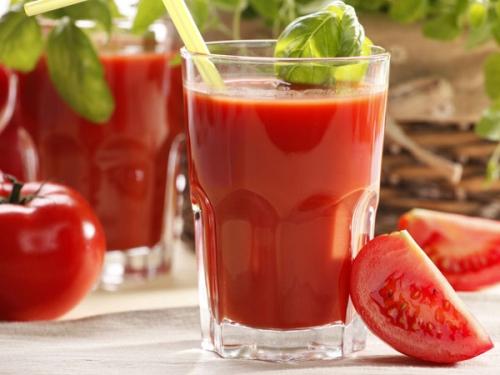 Một cốc nước ép cà chua để giải rượu nhanh hơn