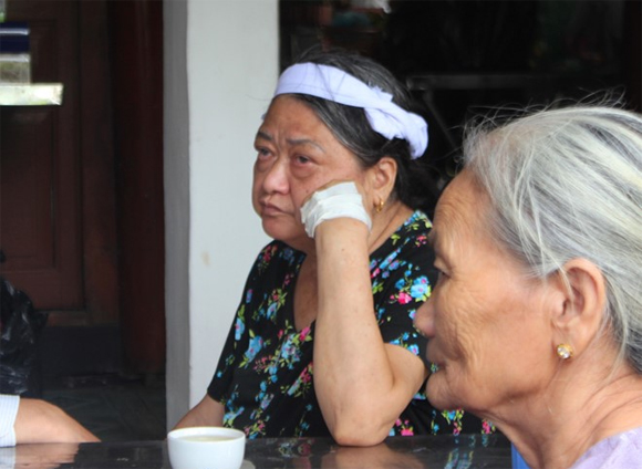 thiếu úy Đậu Thị Huyền Trâm, Đậu Thị Huyền Trâm, Mẹ từ chối điều trị ung thư đễ giữ con, Đám tang thiếu úy Đậu Thị Huyền Trâm