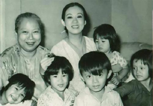 Hữu Châu, Nghệ sĩ Hữu Châu, Sao Việt, Gia đình nghệ sĩ Hữu Châu