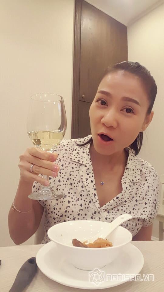 chong-thu-minh-ra-nuoc-ngoai-1-ngoisao.vn.stamp2