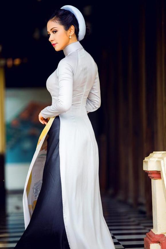 10 mẫu áo dài truyền thống đẹp nhất xuân Ất Mùi của sao Việt