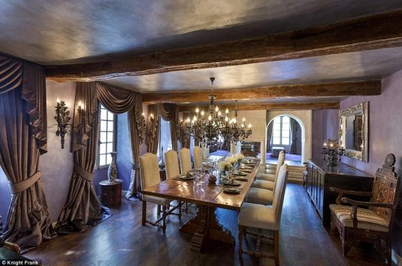Vợ chồng David Beckham bán biệt thự hơn 70 tỉ đồng vì ma ám 10
