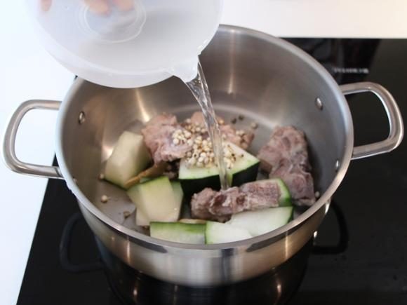 canh xương, canh xương nấu dưa hấu, cách nấu canh xương ngon, các món canh ngon, cách nấu ăn