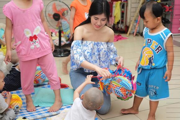 Emily Hồng Nhung, Hoa khôi Emily Hồng Nhung, Sao Việt, Trung thu
