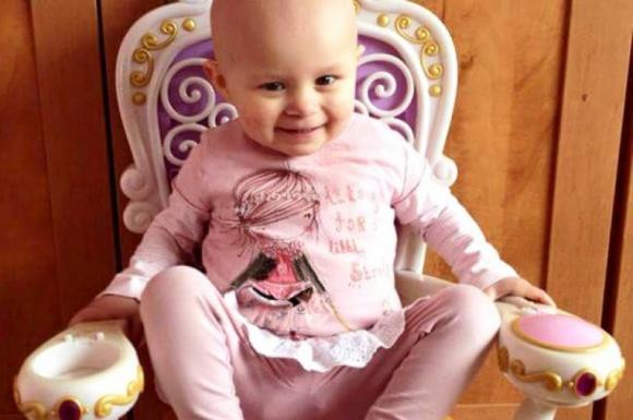Bé gái chiến thắng 12 khối u ác tính