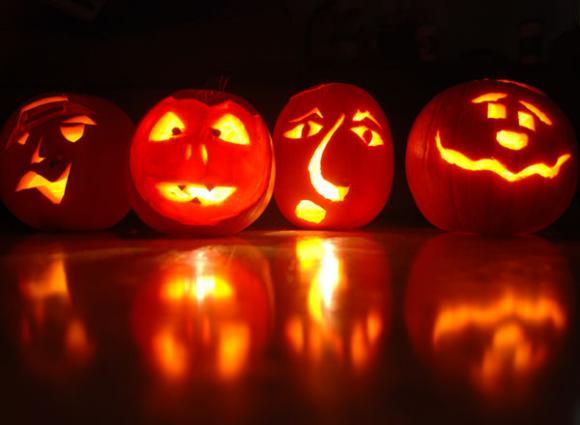 Halloween tặng gì