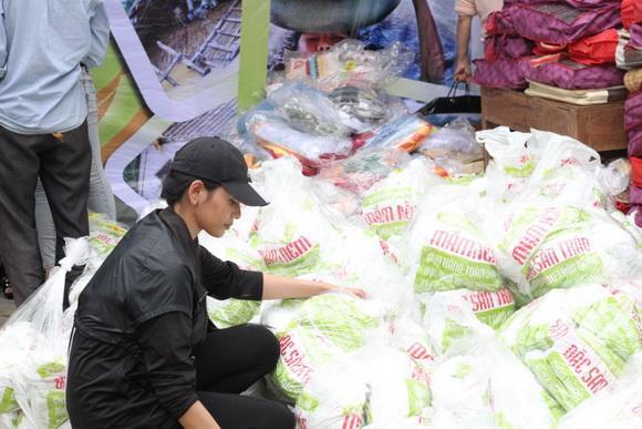 Ẩm thực Trần Đà Nẵng, Nguyên Vũ, Trương Thị May, Sao Việt