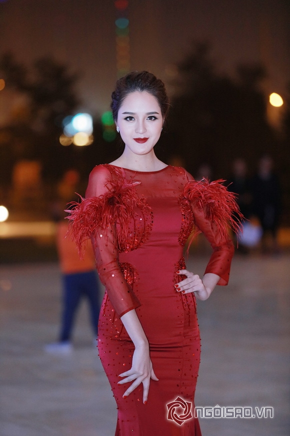 Dàn sao việt,tuần lễ thời trang,hoa hậu ngọc hân, sao viet, Vietnam International Fashion Week Thu Đông, thảm đỏ sao việt, ntk xuân lê