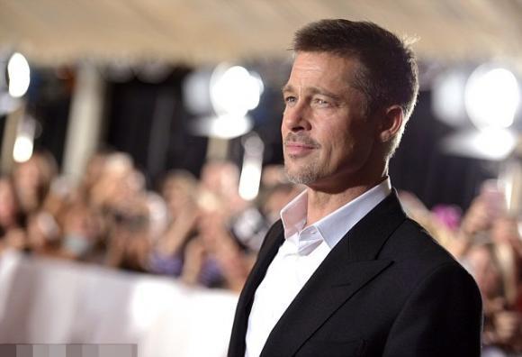Brad Pitt vui vẻ bên người tình tin đồn trên thảm đỏ 0
