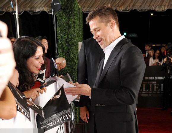 Brad Pitt vui vẻ bên người tình tin đồn trên thảm đỏ 2