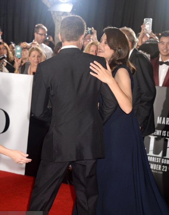 Brad Pitt vui vẻ bên người tình tin đồn trên thảm đỏ 3