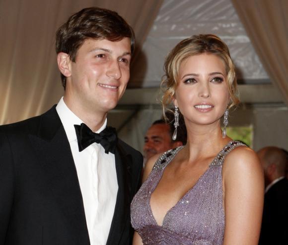 Không phải vợ, cô gái này mới là chỗ dựa tinh thần và chữa cháy vạ miệng cho Trump