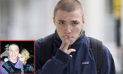 madonna, madonna bị ném đá vì cảnh hôn nóng bỏng với bạn trai kém 36 tuổi, madonna và phi công trẻ