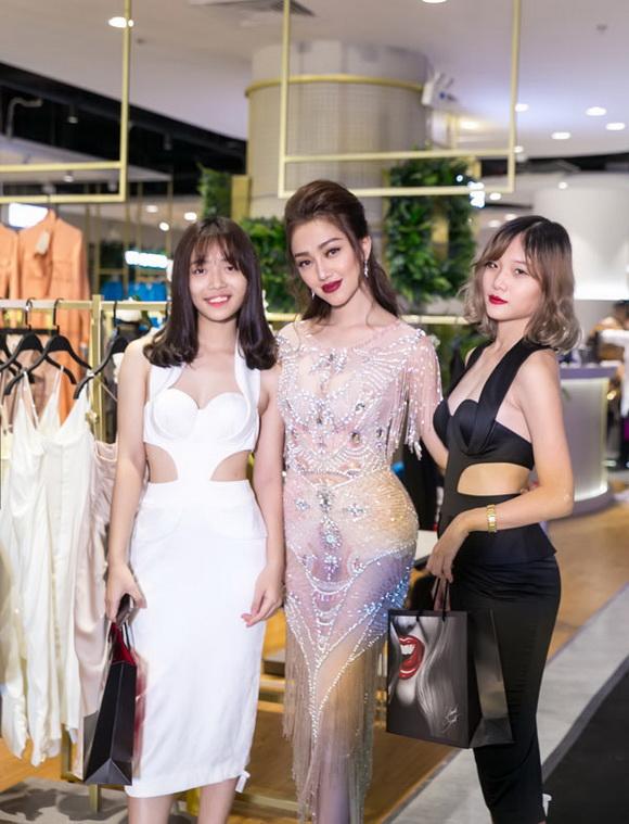 van-anh-scarlet-2311-10-ngoisao.vn-w580-h759 0