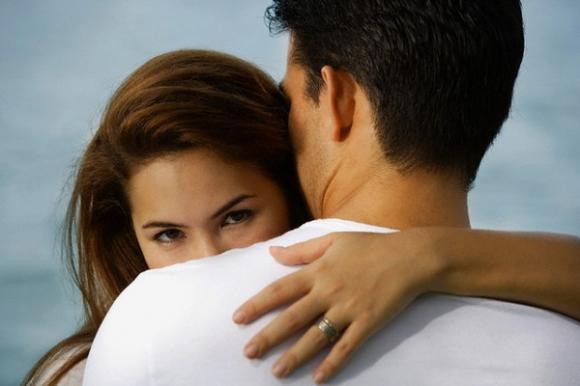 Nghẹn lời nghe nhân tình chồng trêu ngươi: 'Chị cũng đi cướp chồng cớ sao lại trách em'