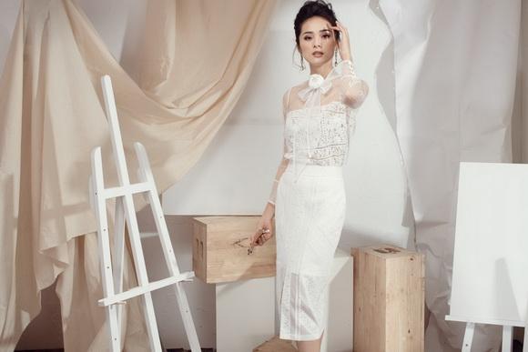 Hạ Vi 'cởi áo tứ thân' trong veo hóa công chúa với đầm ren trắng xuyên thấu