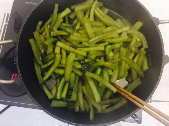 làm mứt tết, các món mứt, mứt bí, mứt bí xanh, làm mứt bí trà xanh, món ăn ngày tết