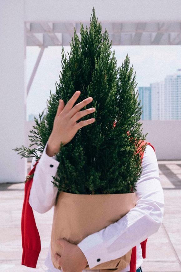 Lương Mạnh Hải điển trai trong bộ hình Giáng sinh