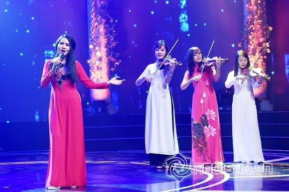 Nhật Thủy trên sân khấu Giai điệu tự hào 1
