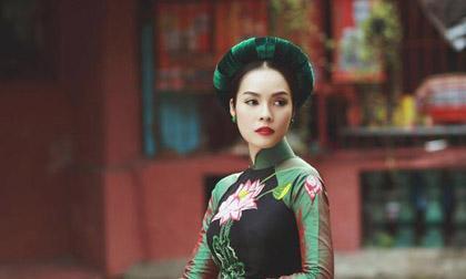 Dương Cẩm Lynh duyên dáng trong tà áo dài sau sinh con 2 tháng