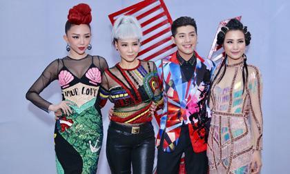 Vừa ra mắt, bốn HLV Giọng hát Việt 2017 đã gây choáng vì độ loè loẹt