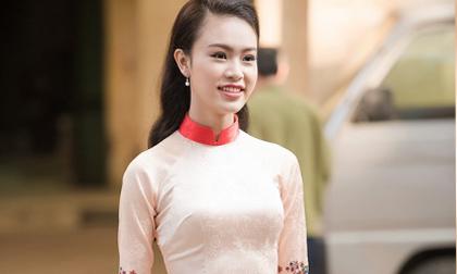 'Người đẹp truyền thông' Ngọc Vân rạng rỡ trong tà áo dài của Hoa hậu Ngọc Hân